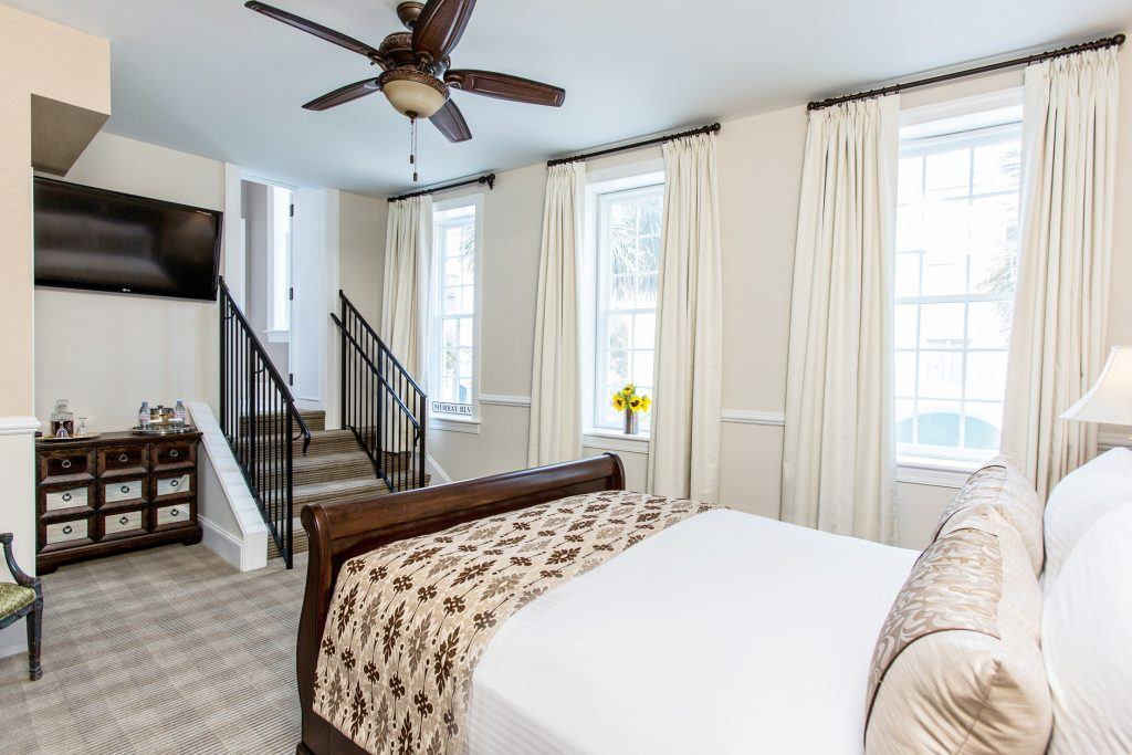 Signature Queen Hotel Room in Charleston with Queen Bed at The Vendue