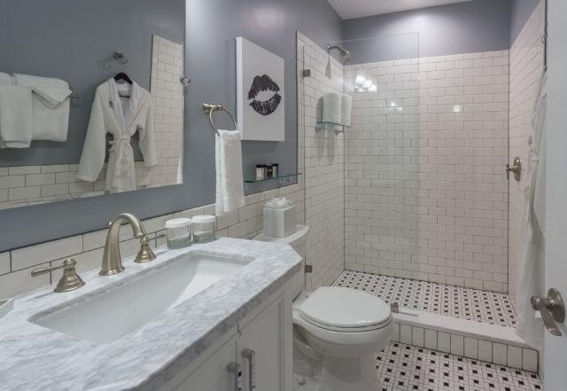 Compact Queen Bath